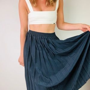 VINTAGE | Navy Blue Pleated Midi Skirt M